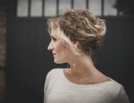 stephanie-beets-hairstylist-updo-blond-krullen